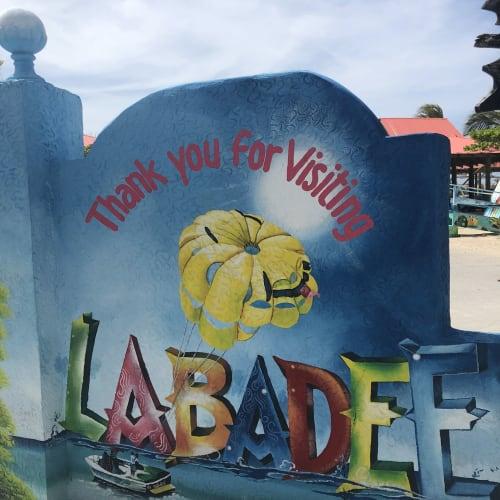 ラバティにて。島の入り口のペイントアート。 | ラバディ