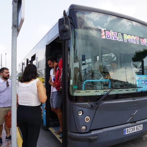 イビサの港から町までのバスは2.5ユーロ/片道 | イビサ(イビサ島)