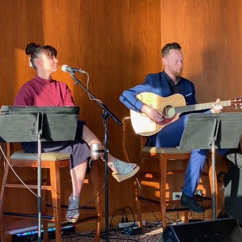 カフェアルバーチョでは時間によって素敵な生演奏が心地よい空間を演出してくれます。