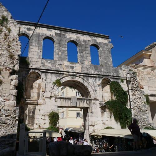 翌日は、クロアチアのスプリット ディオクレティアヌス宮殿の銀の門までは船から歩く | スプリト