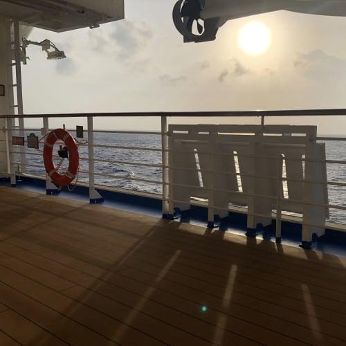 サンセットはクルーズの楽しみですね。 | 客船ダイヤモンド・プリンセスの船内施設