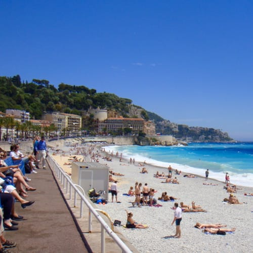 バスでニースまで足を延ばす。海が青い! | モンテカルロ