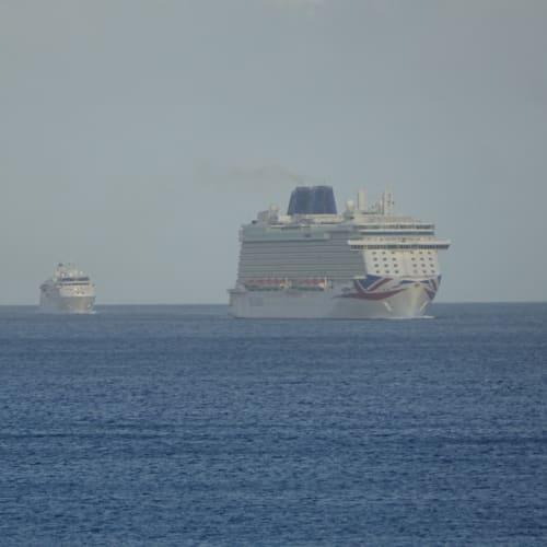 客船ブリタニアの外観