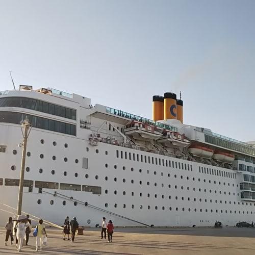 宮古島停泊中のネオ・ロマンチカ | 宮古島での客船コスタ・ネオロマンチカ