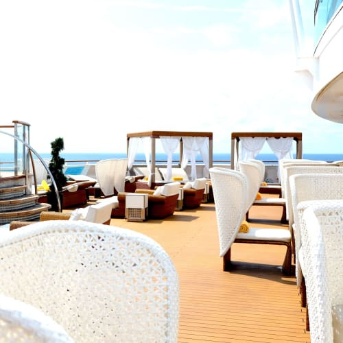 大人専用エリア。カジュアル船に思えないほどの贅沢な空間です。 | 客船コスタ・ネオロマンチカの船内施設
