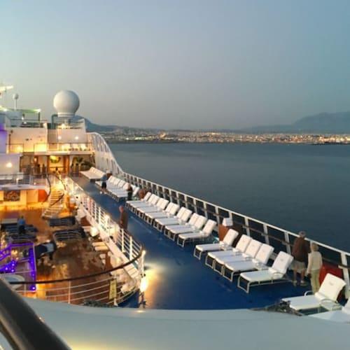 トワイライト@船上にて 落ち着いた心地よい雰囲気が漂っています。 | 客船リビエラの船内施設