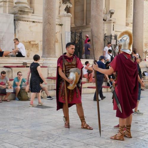 ローマ帝国時代の兵隊さんのコスプレ | スプリト