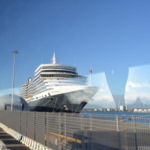 チビタベッキア港でクイーン・エリザベス号とご対面。 | チビタベッキア(ローマ県)での客船クイーン・エリザベス