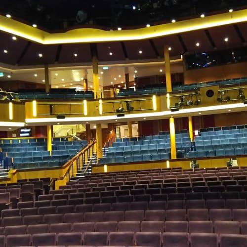 Royaltheaterの舞台上から見た客席。バックステージツアーに招待されて参加してきました。