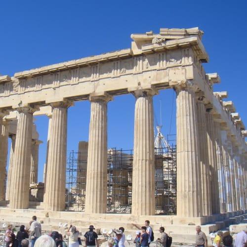 翌日はギリシャのアテネ。 パルテノン神殿。ずっと修復を続けているのか。   ピレウス(アテネ)