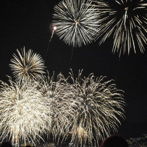 熱海では天候に恵まれ、綺麗に花火が見えました。 | 熱海での客船にっぽん丸