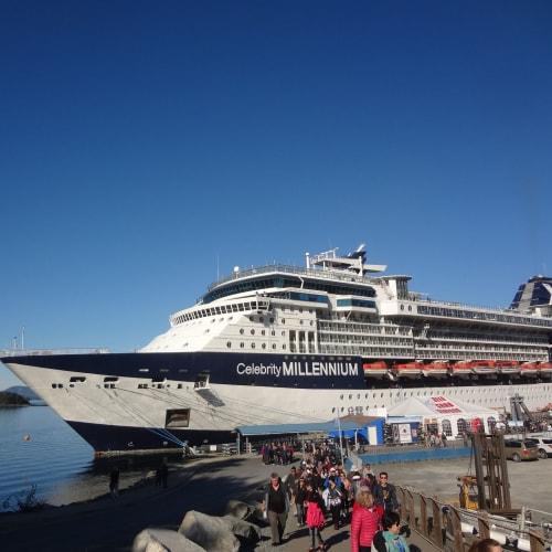 シトカ (アラスカ) | シトカ(アラスカ州バラノフ島)での客船セレブリティ・ミレニアム