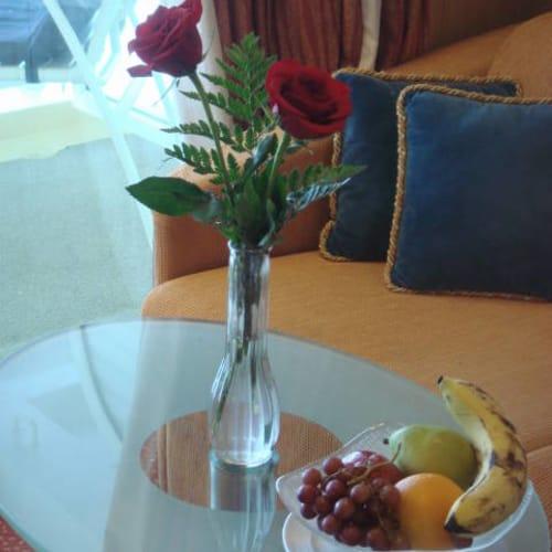 船室 生花 | 客船セレブリティ・インフィニティの客室、フード&ドリンク