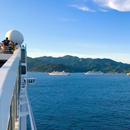 台風から逃げ、途中の神戸着岸を諦めて、熊野花火に来た | 客船MSCスプレンディダの外観