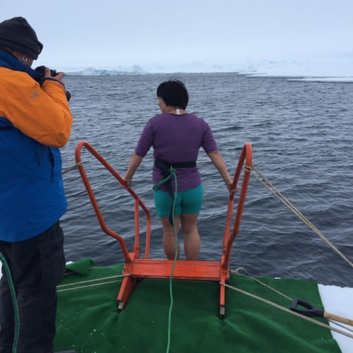 北極点にて、Polar plunge! | 北極点での客船50イヤーズ・オブ・ヴィクトリー
