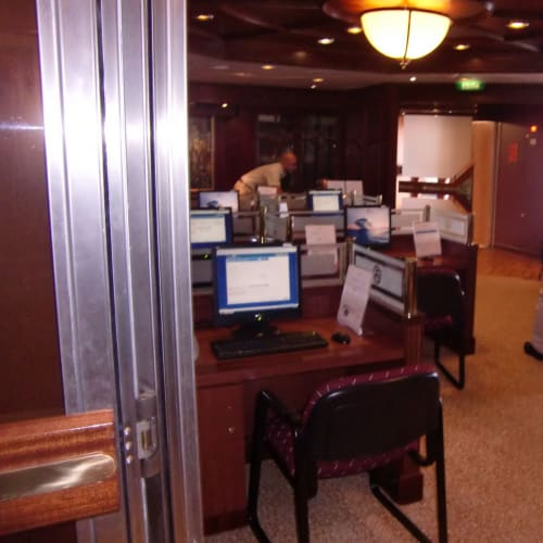 電算機 無料 inter-net 接続は、有料   客船サン・プリンセスの船内施設