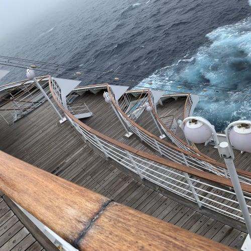 飛鳥IIでは、私はこの船尾が一番のお気に入りです。 | 客船飛鳥2の船内施設