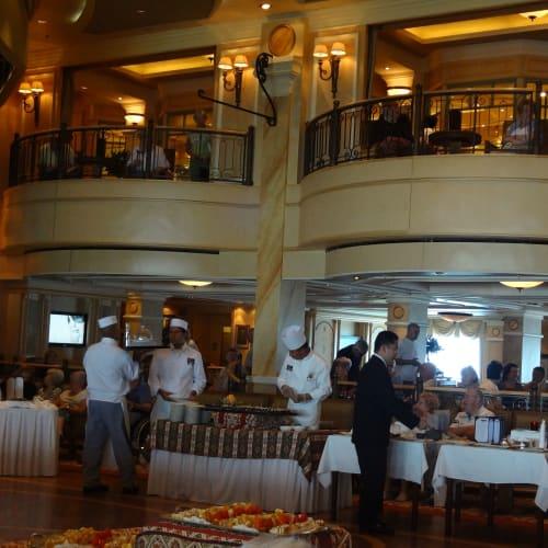 ハイティー クイーンズルーム | 客船クイーン・ヴィクトリアの乗客、クルー、フード&ドリンク