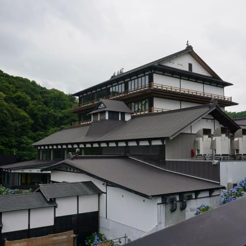 塀の外側から撮影した貴賓館の外観です | 小樽