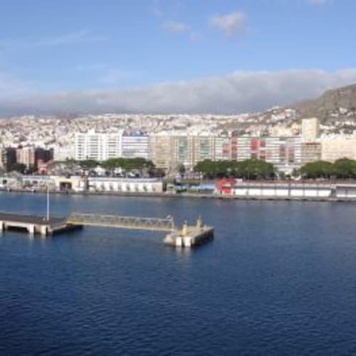 出港地であり帰港地でもあるサンタ・クルス・デ・テネリフェ。テネリフェ島の二大観光地は世界遺産ラ・ラグーナと標高3,718mのテイデ山。高過ぎる山は苦手の私は、ラ・ラグーナに行きました。 | サンタ・クルス・デ・テネリフェ(テネリフェ島 / カナリア諸島)