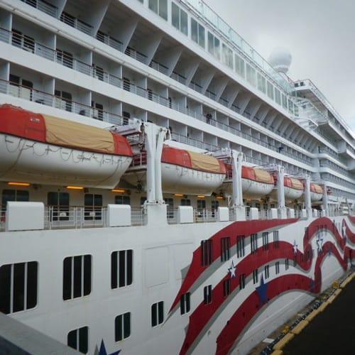 ホノルルからプライドオブアメリカに乗船。 | ホノルルでの客船プライド・オブ・アメリカ
