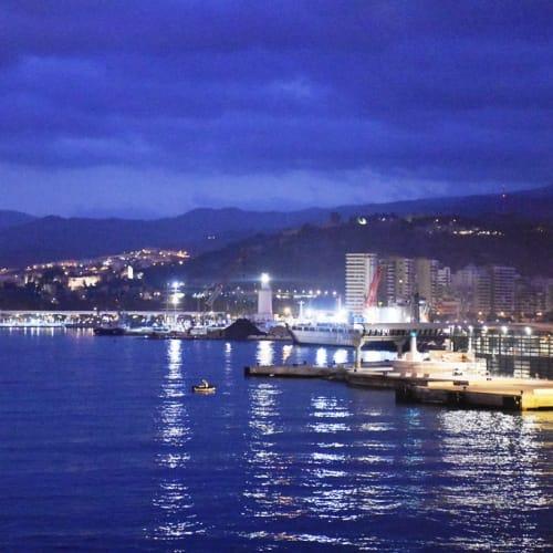 早朝、マラガ港に入港。 | マラガ