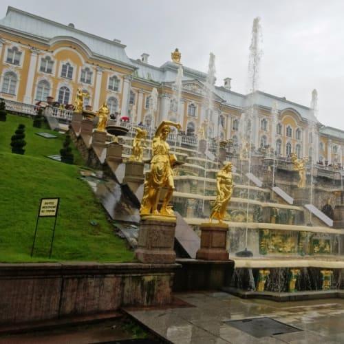 8日目に行った噴水が一杯あるピュートル大帝の夏の宮殿です。   サンクトペテルブルク