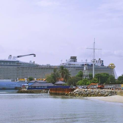 客船スペクトラム・オブ・ザ・シーズの外観