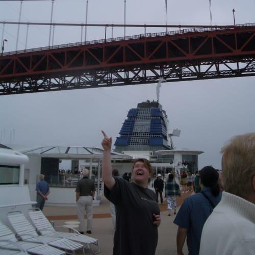 ゴールデンゲイトブリッジを通過 サンフランシスコ | サンフランシスコ(カリフォルニア州)での客船セレブリティ・インフィニティ