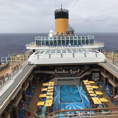 客船コスタ・ディアデマの外観、船内施設