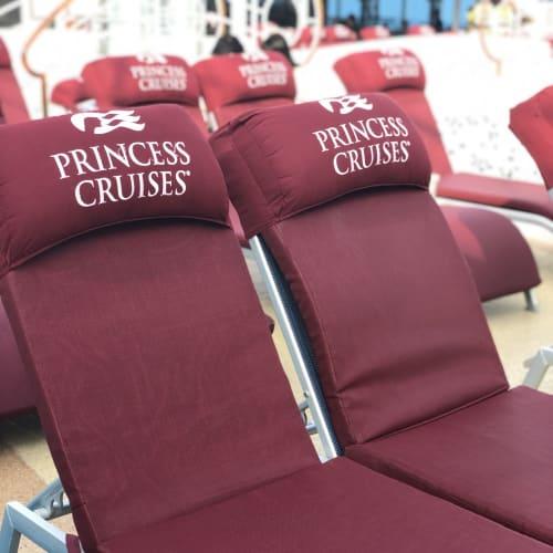 プールサイドのデッキで映画を観ながらポップコーンやハンバーガーを食べる幸せ❤️ | 客船ダイヤモンド・プリンセスの船内施設