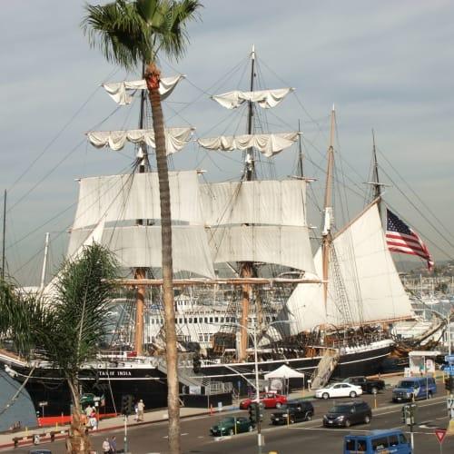 ホテルのテラスから帆船もよく見えました。 ホテルで一休みした後、出かけます。
