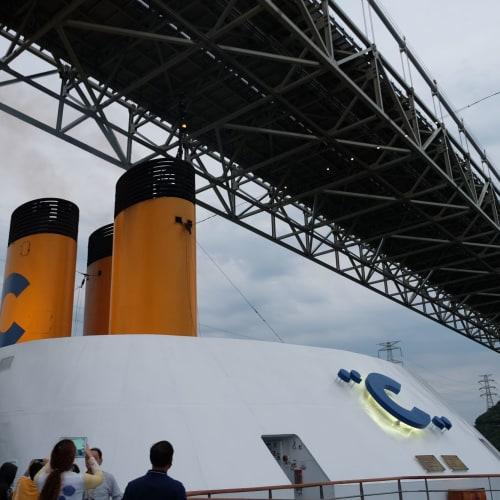 ぶつかりそうで盛り上がります。 | 客船コスタ・ネオロマンチカの外観
