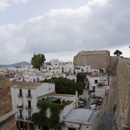 城壁をくぐり旧市街を散策。 | イビサ(イビサ島)