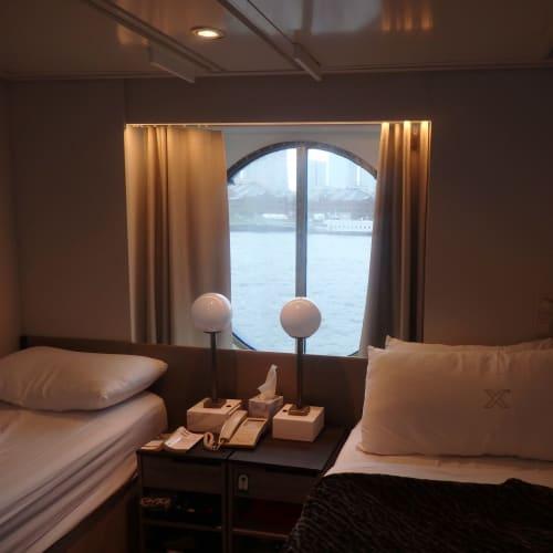 スタンダード海側の部屋。 はじめは2F(; ・`д・´)って思いましたが、寄港地での乗り降りも便利でしたし 窓を開けると明るく水面も見えるのでクルーズしているって気分になって意外と良かったです。揺れもそんなに気になりませんでした。