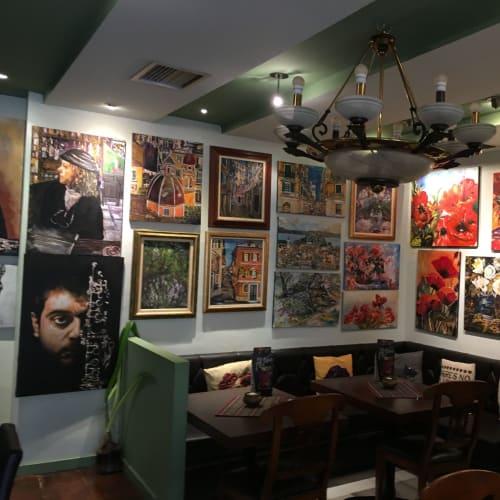 コルフのカフェ2軒目。絵がいっぱい飾ってある。 | ケルキラ島(コルフ島)