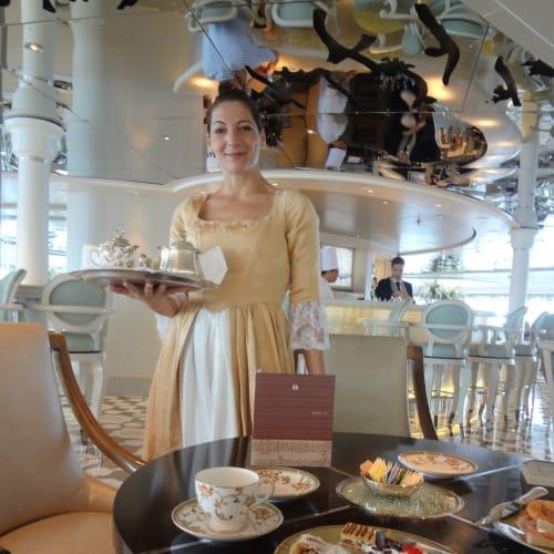 ハイティー | 客船クリスタル・シンフォニーのクルー、フード&ドリンク、アクティビティ