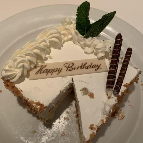 夫が誕生日だったので、レストランのスタッフさんがサプライズしてくださいました♡(食べかけですみません) | 客船ノルウェージャン・ブリスのダイニング、フード&ドリンク