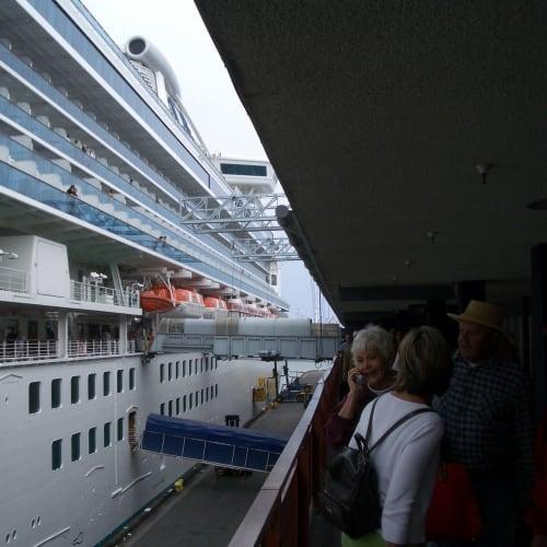 下船 エンジン故障のため約10時間遅れて、ロングビーチ港へ到着 | ロングビーチでの客船サファイア・プリンセス