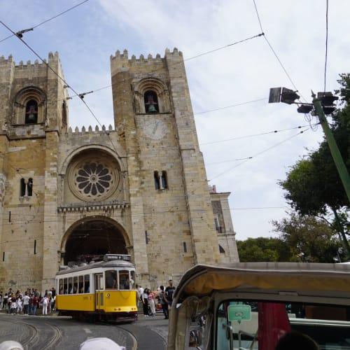 カモンイス広場から#28のレトロなトラムでリスボン大聖堂へ。 | リスボン