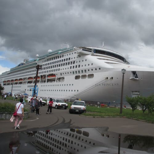 2014/8/11(月)、台風の影響で予定より遅れて14時に室蘭港に到着しました。 | 室蘭での客船サン・プリンセス
