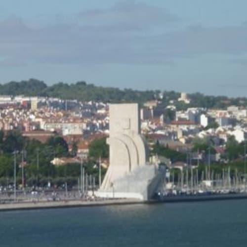 発見のモニュメント。テージョ川の航行は景色が楽しい。 | リスボンでの客船クリスタル・セレニティ