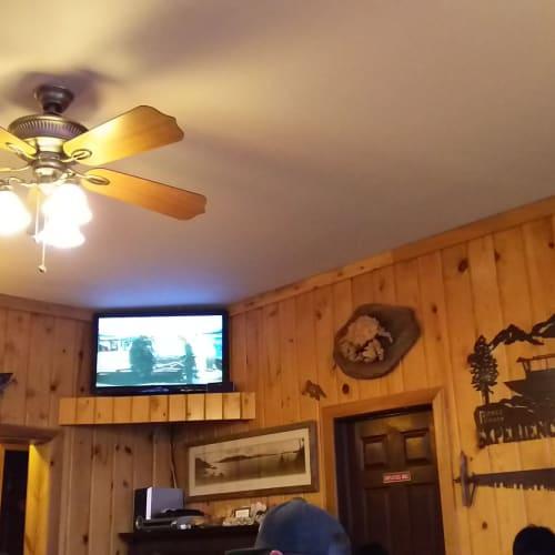 クラブシャックの店内 | ケチカン(レビジャヒヘド諸島 / アラスカ州)