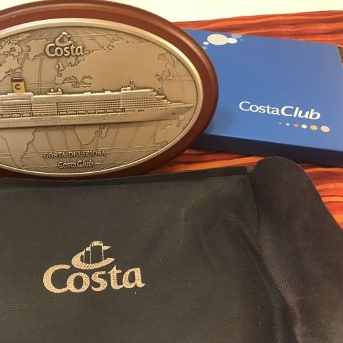 Costa Clubからの乗船記念品 前回はシップモデルだったが今回は盾だった。