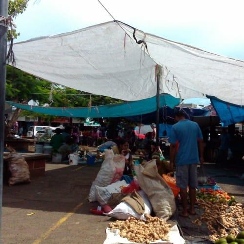 スバの市場の風景   ラウトカ