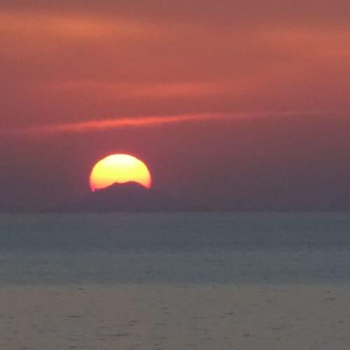 サントリーニで 有名な 夕日を | サントリーニ島