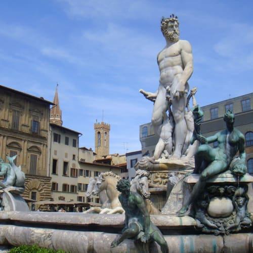 同じくフィレンツェ、まさに、「天井のない美術館」。   リヴォルノ(ピサの斜塔)