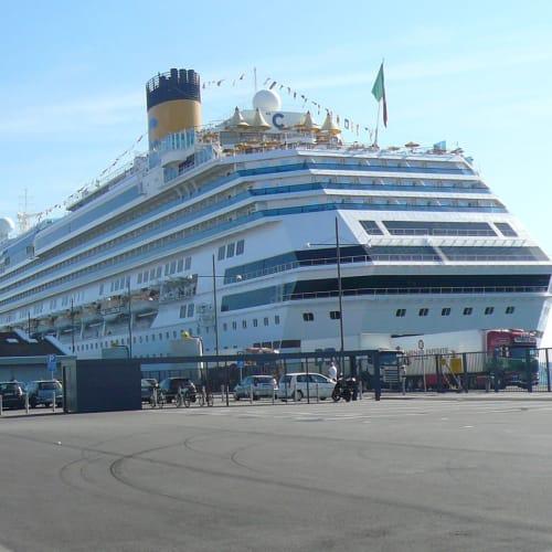 コペンハーゲン港停泊中のコスタファヴォローザ。 ターミナルは広くて、手続きもスムーズでした。 | コペンハーゲンでの客船コスタ・ファボローザ