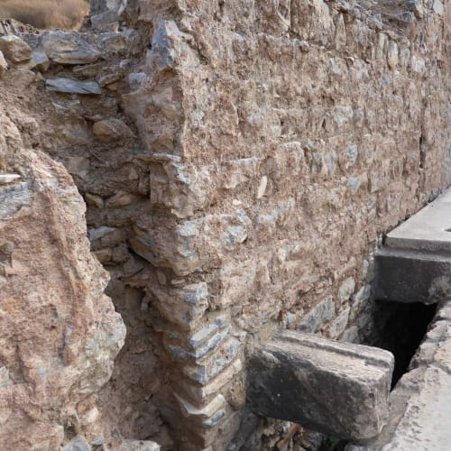 公衆トイレ 下に水が流れる仕組みであった | クシャダス / エフェソス