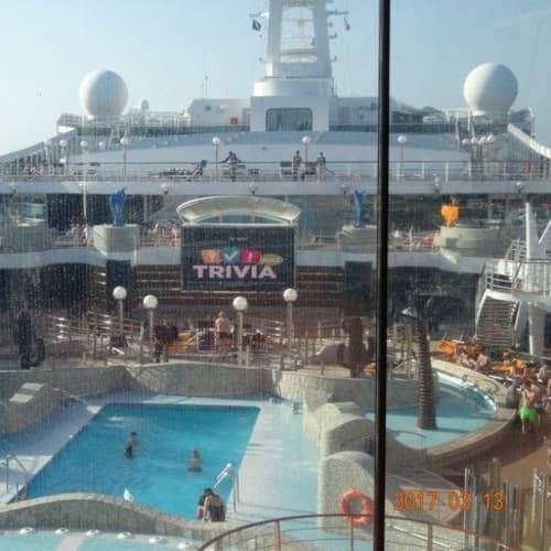 プールでは楽しそうにいつも誰かが遊んでいます。 | 客船MSCスプレンディダの船内施設